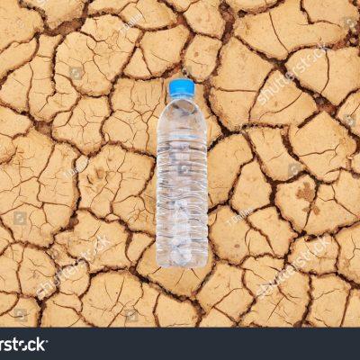 생수 물 가뭄 땅 수분
