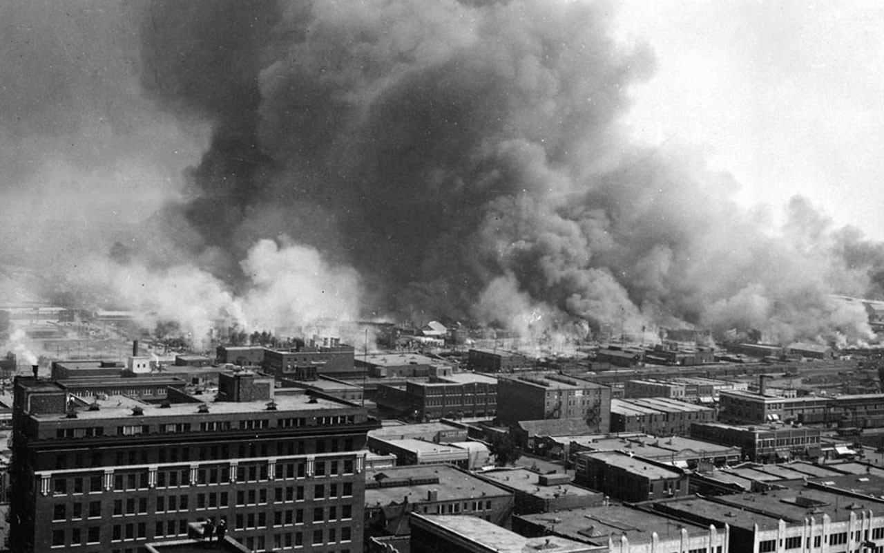 흑백 연기 대기오염 공장 건물 산업단지