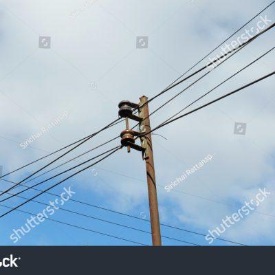 전봇대 전깃줄 전기 하늘 구름