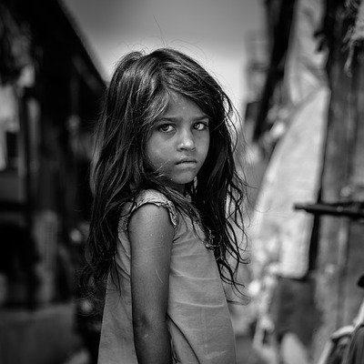 여자 아이 사진 흑백 슬픈 슬픔