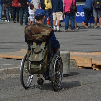 장애인 휠체어 유모차 다리