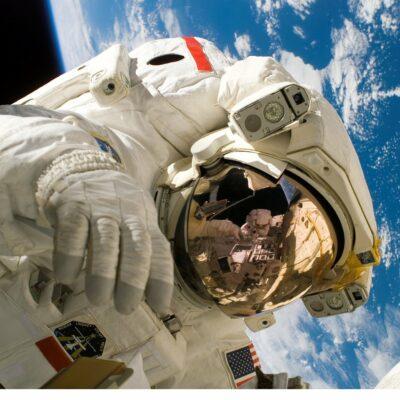 우주정거장, 우주비행사, ISS